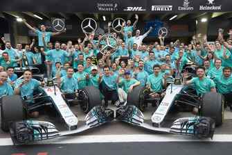 Lewis Hamilton, Valtteri Bottas, Toto Wollf, Mercedes AMG F1 with the team