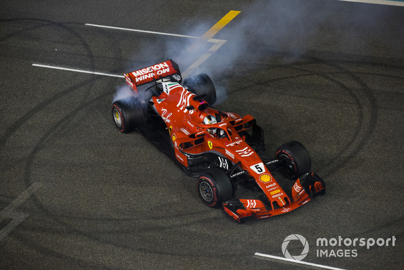 Sebastian Vettel, Ferrari, hacen donas al final