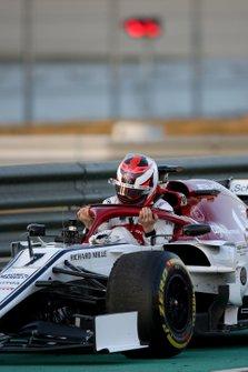 Kimi Raikkonen, Alfa Romeo Racing, immobilisé en piste