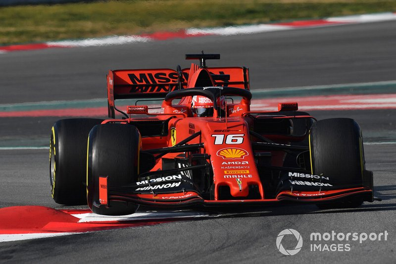 Charles Leclerc, Ferrari SF90 lève sa roue avant sur le vibreur