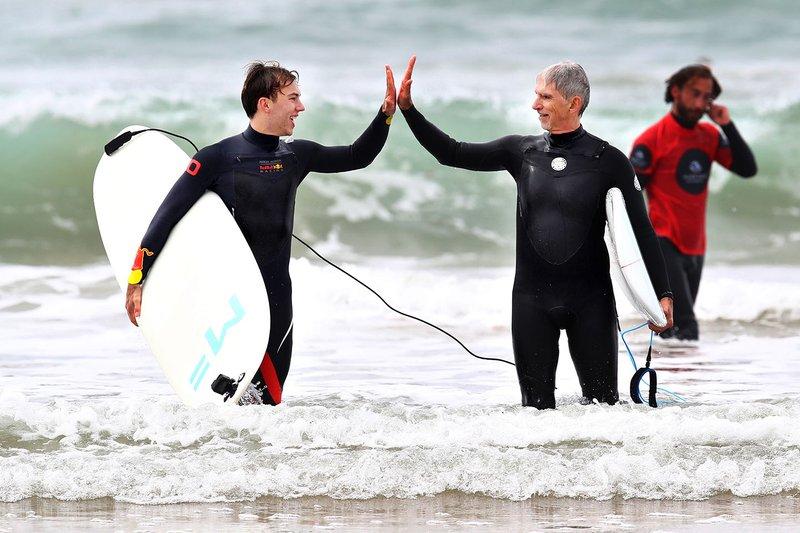 Pierre Gasly, Red Bull Racing surfeando con Damon Hill