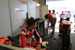 Dimas Ekky in the pit box team