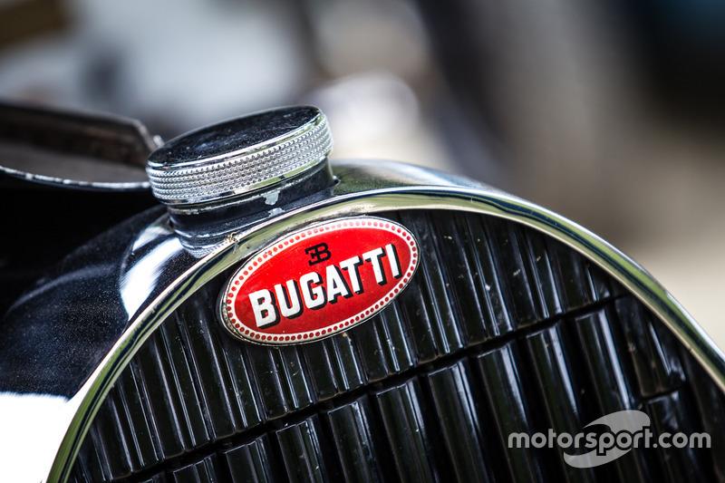 Classic Grand Tour: лого Bugatti