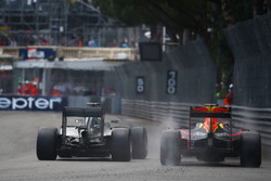 Льюис Хэмилтон, Mercedes AMG F1 W07 и Даниэль Риккардо, Red Bull Racing RB12