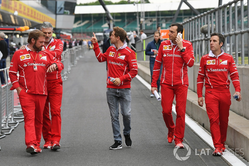 Себастьян Феттель, Ferrari, гоночний інженер Ferrari Ріккардо Адамі, Джіно Розато, Ferrari, керівник