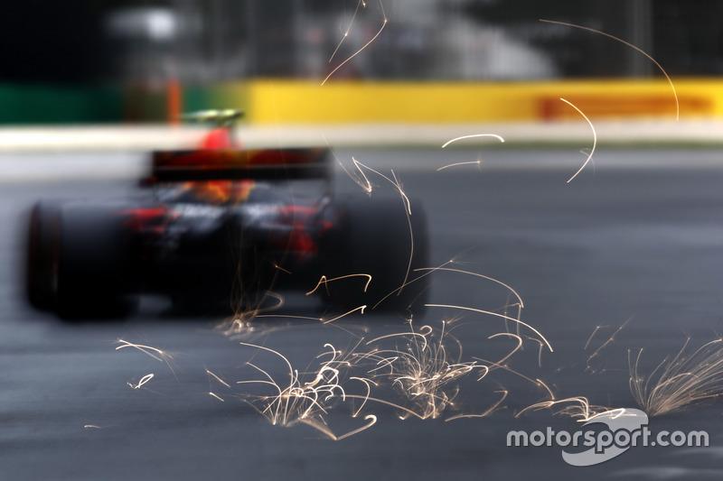 Іскри з-під боліда Макса Ферстаппена, Red Bull Racing RB13
