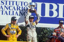 Podium: race winner Nelson Piquet, Williams, second place Ayrton Senna, Team Lotus, third place Nigel Mansell, Williams