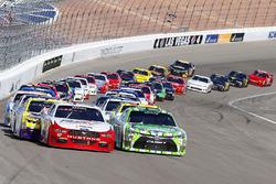 Restart: Daniel Suarez, Joe Gibbs Racing Toyota, Joey Logano, Team Penske Ford