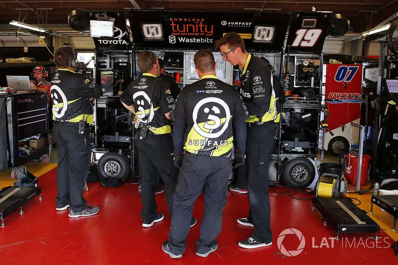 Matt Tifft, Joe Gibbs Racing Toyota miembros del equipo