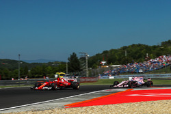 Sebastian Vettel, Ferrari SF70-H ve Sergio Perez, Force India VJM10