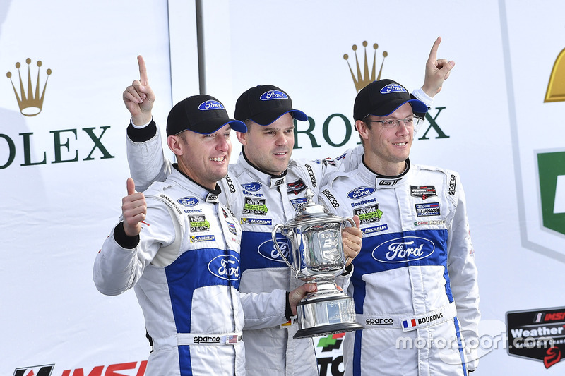 Podium GTLM: primeros, Joey Hand, Dirk Müller, Sébastien Bourdais, Ford Performance Chip Ganassi Racing