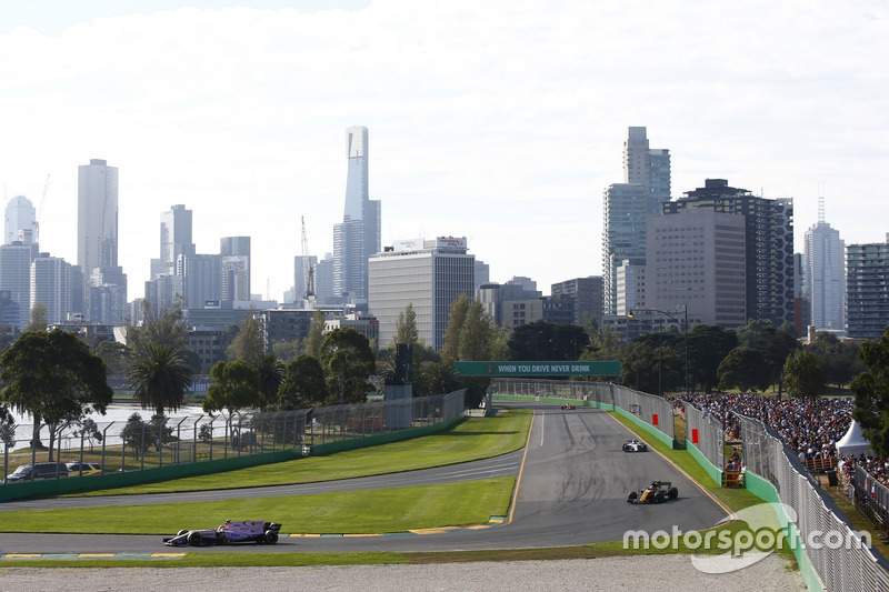 Esteban Ocon, Force India VJM10, leads Jolyon Palmer, Renault Sport F1 Team RS17