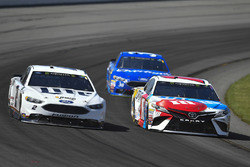 Brad Keselowski, Team Penske Ford, Kyle Busch, Joe Gibbs Racing Toyota, David Ragan, Front Row Motorsports Ford