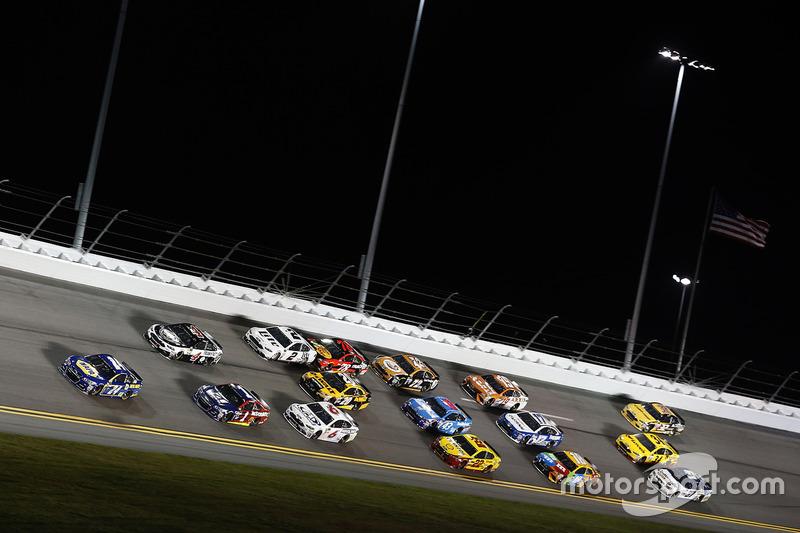Chase Elliott, Hendrick Motorsports, Chevrolet; Kevin Harvick, Stewart-Haas Racing, Ford; Jamie McMurray, Chip Ganassi Racing, Chevrolet