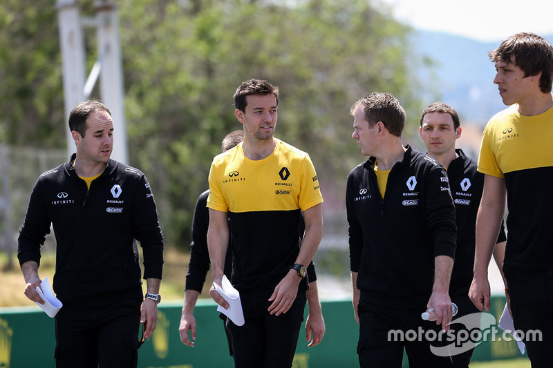 Jolyon Palmer, Renault Sport F1 Team walks the track, the team