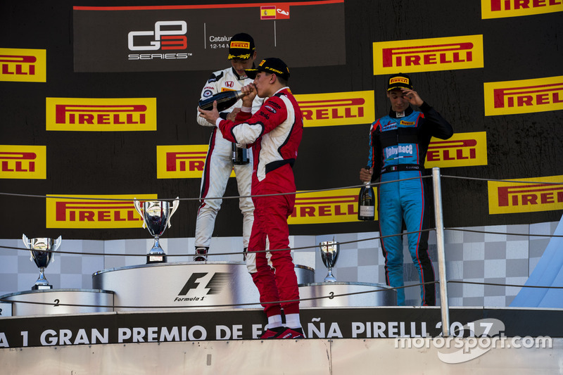 Podium: race winner Nirei Fukuzumi, ART Grand Prix, second place Leonardo Pulcini, Arden International, third place Alessio Lorandi, Jenzer Motorsport