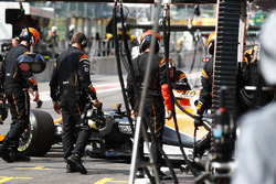 Fernando Alonso, McLaren MCL32, retires in the pits during the race