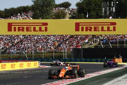 Фернандо Алонсо, McLaren MCL32, Карлос Сайнс-молодший., Scuderia Toro Rosso STR12, Серхіо Перес, Sahara Force India F1 VJM10