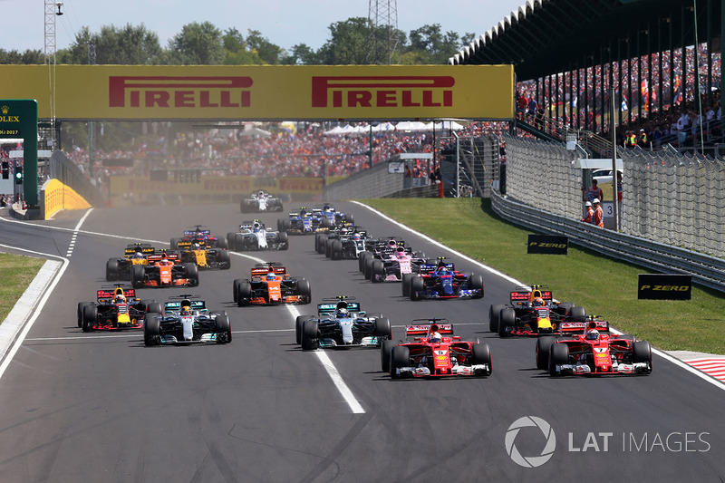 Себастьян Феттель, Ferrari SF70-H попереду Кімі Райкконена, Ferrari SF70-H, на старті гонки