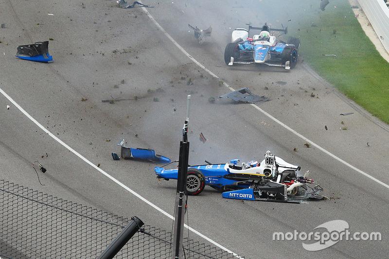 Авария Скотта Диксона с Джеем Ховардом на «Инди-500»