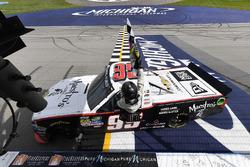 Race winner Darrell Wallace Jr., MDM Motorsports Chevrolet