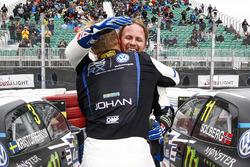 Le vainqueur Johan Kristoffersson, PSRX Volkswagen Sweden, le deuxième Petter Solberg, PSRX Volkswagen Sweden, VW Polo GTi