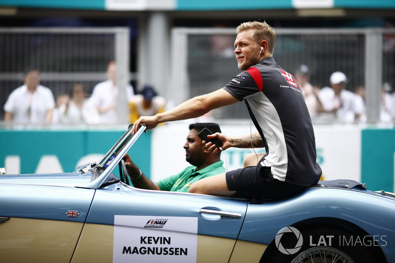 Kevin Magnussen, Haas F1 Team, rides in an Austin Healey, on the drivers parade