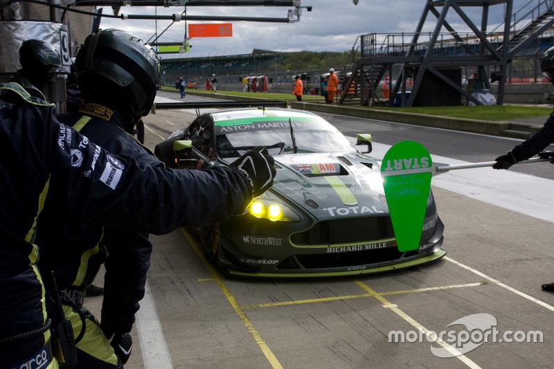№98 Aston Martin Racing Aston Martin Vantage: Пол Далла Лана, Педро Лами, Матиас Лауда