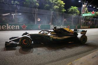 Lewis Hamilton, Mercedes AMG F1 W09 EQ Power+ with glowing brakes