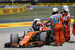 Marshals recover the car of race retiree Stoffel Vandoorne, McLaren MCL32 after crashing out of the race