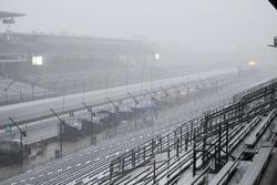 Дощ над  Indianapolis Motor Speedway