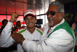 Giancarlo Fisichella, Force India VJM02 Mercedes, Vijay Mallya, Chairman and Managing Director, Force India F1, celebrate pole position
