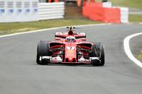 Kimi Raikkonen, Ferrari SF70H, front delaminating tyre
