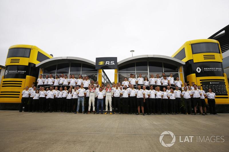 Piloto de prueba Sergey Sirotkin, René Arnoux. Jolyon Palmer, Renault Sport F1 Team, Nico Hulkenberg, Renault Sport F1 Team, mono estilo vintage