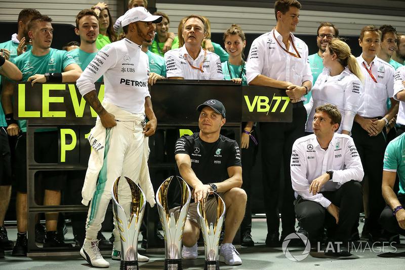 Race winner Lewis Hamilton, Mercedes AMG F1 and Valtteri Bottas, Mercedes AMG F1 celebrate, the team