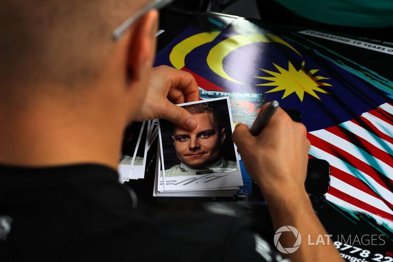 Листівки з автографом Валттері Боттаса, Mercedes AMG F1