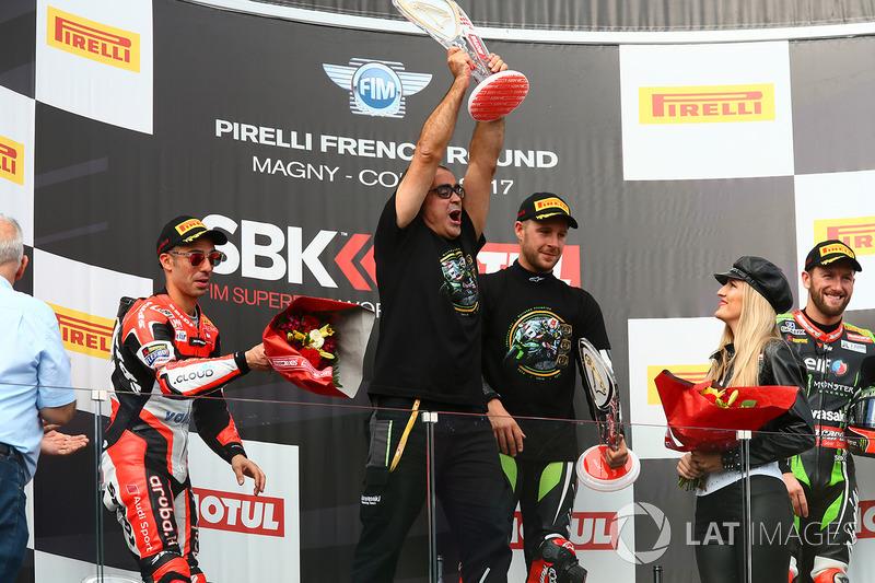Пере Ріба,переможець гонки та чемпіон світу 2017 року Джонатан Рей, Kawasaki Racing, друге місце Марко Меландрі, Ducati Team, третє місце Том Сайкс, Kawasaki Racing