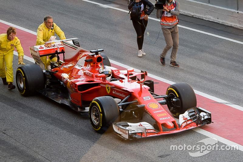 Себастьян Феттель, Ferrari SF70H, зупинився на піт-лейн