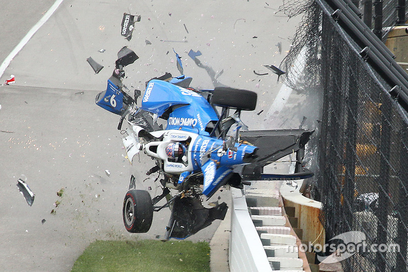 Scott Dixon, Chip Ganassi Racing Honda in a huge crash