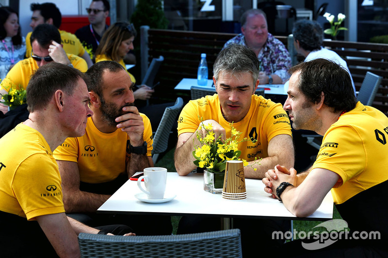 Alan Permane, Renault Sport F1 Team Trackside Operations Director with Cyril Abiteboul, Renault Sport F1 Managing Director, Nick Chester, Renault Sport F1 Team Chassis Technical Director, and Ciaron Pilbeam, Renault Sport F1 Team Chief Race Engineer