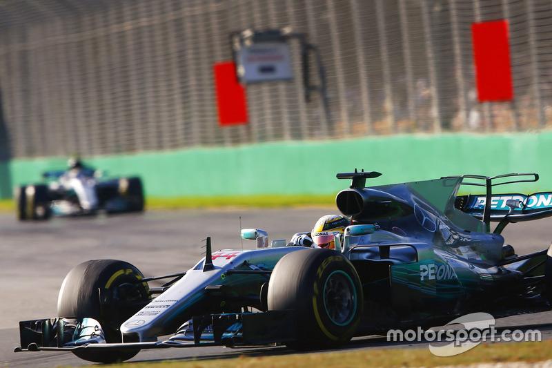 Lewis Hamilton, Mercedes AMG F1, W08; Valtteri Bottas, Mercedes AMG F1, W08