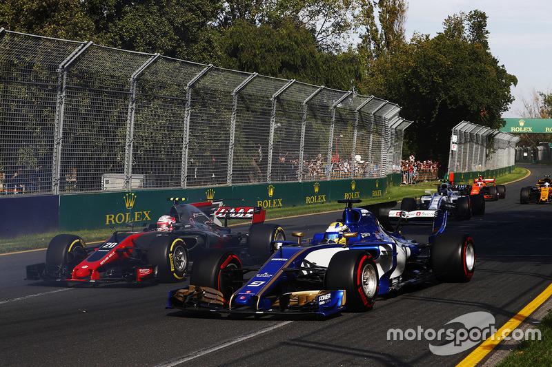 Kevin Magnussen, Haas F1 Team, VF-17; Marcus Ericsson, Sauber, C36