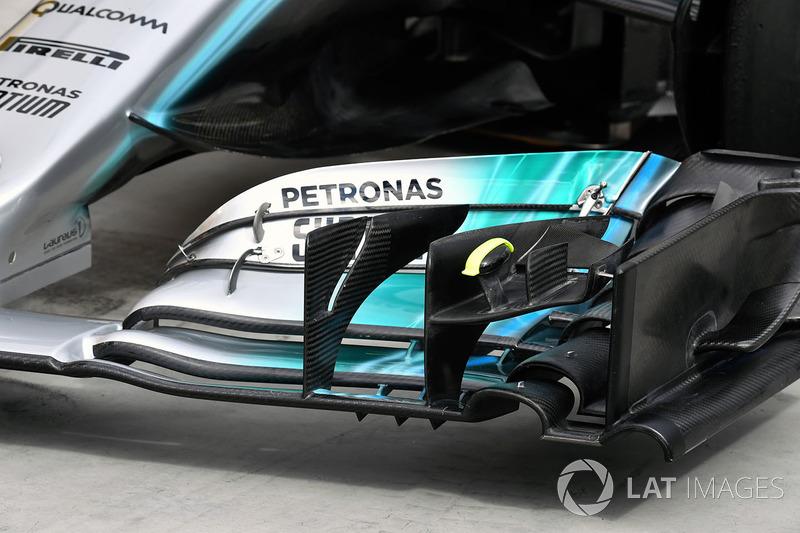 تفاصيل الجناح الأمامي لسيارة مرسيدس