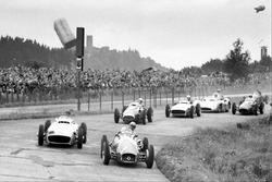 Jose Froilan Gonzalez, Ferrari 625, lidera a Juan Manuel Fangio, Mercedes-Benz W196