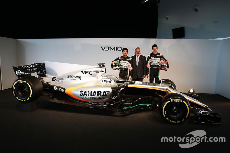 Sergio Perez, Vijay Mallya, Esteban Ocon und der Force India VJM10