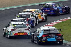 Стиан Паульсен, Stian Paulsen Racing, SEAT León TCR, и Стефано Комини, Comtoyou Racing, Audi RS3 LMS