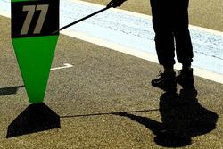 Boxenstoppschild, #77 Proton Competition, Porsche 911 RSR 991: Marc Hedlund, Marco Seefried