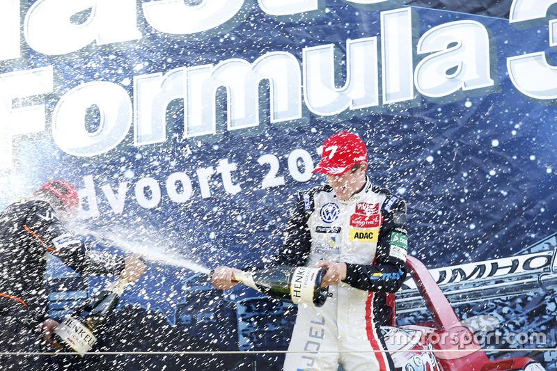 Podio: Joel Eriksson, Motopark Dallara F316 – Volkswagen