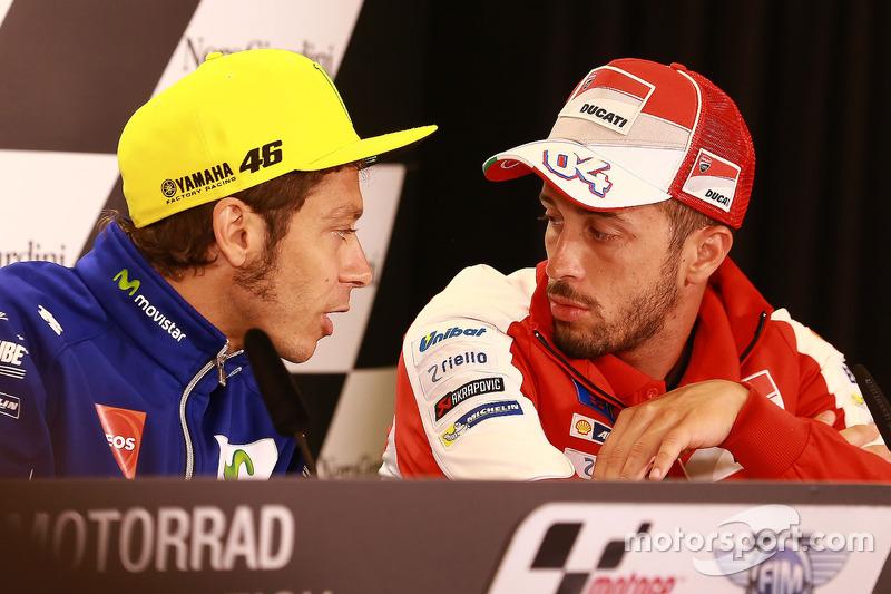 Valentino Rossi, Yamaha Factory Racing; Andrea Dovizioso, Ducati Team