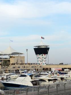 Marina y Torre Shams